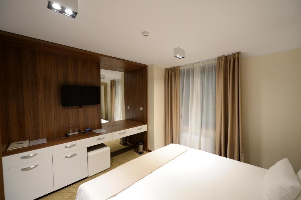 Hotel Hedonic