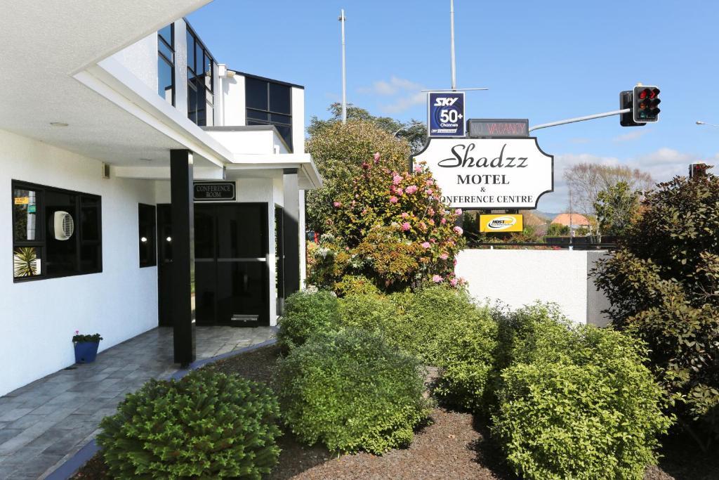 Shadzz Motel
