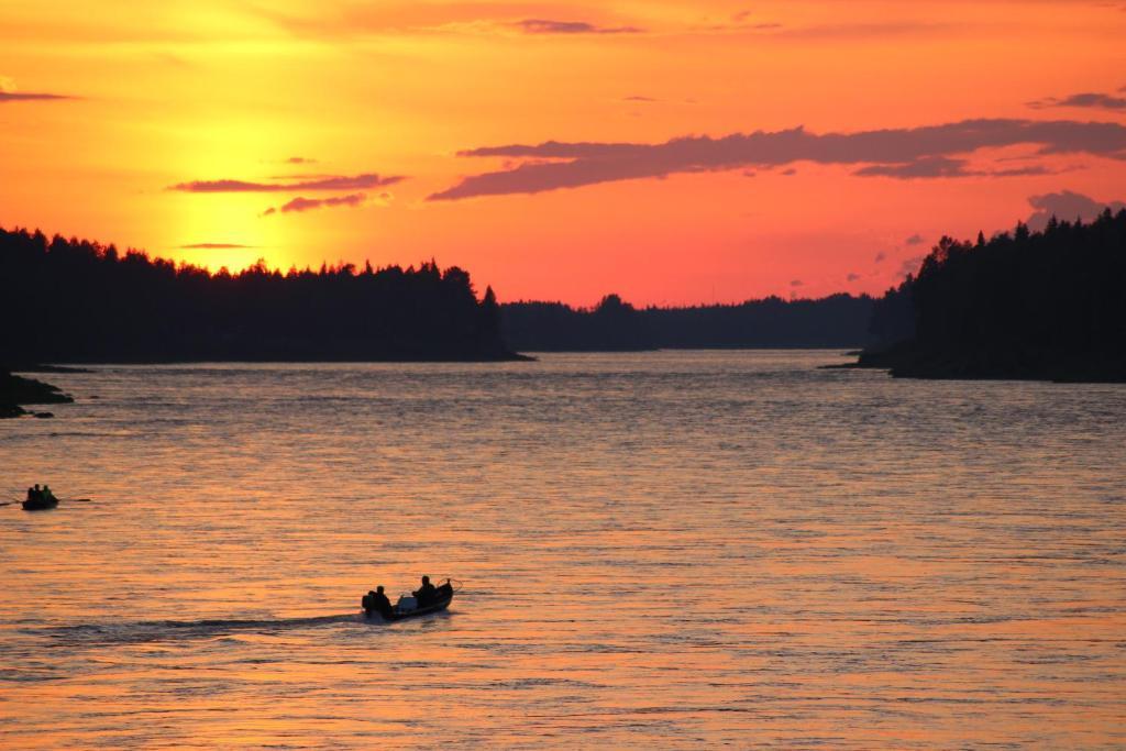 Lever ou coucher de soleil vu de l'auberge ou à proximité
