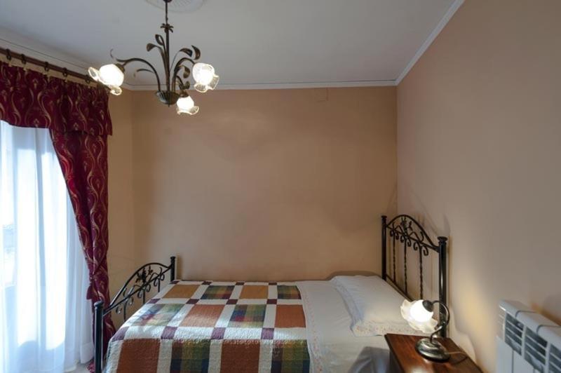 A bed or beds in a room at La Casa dei Nonni B&B