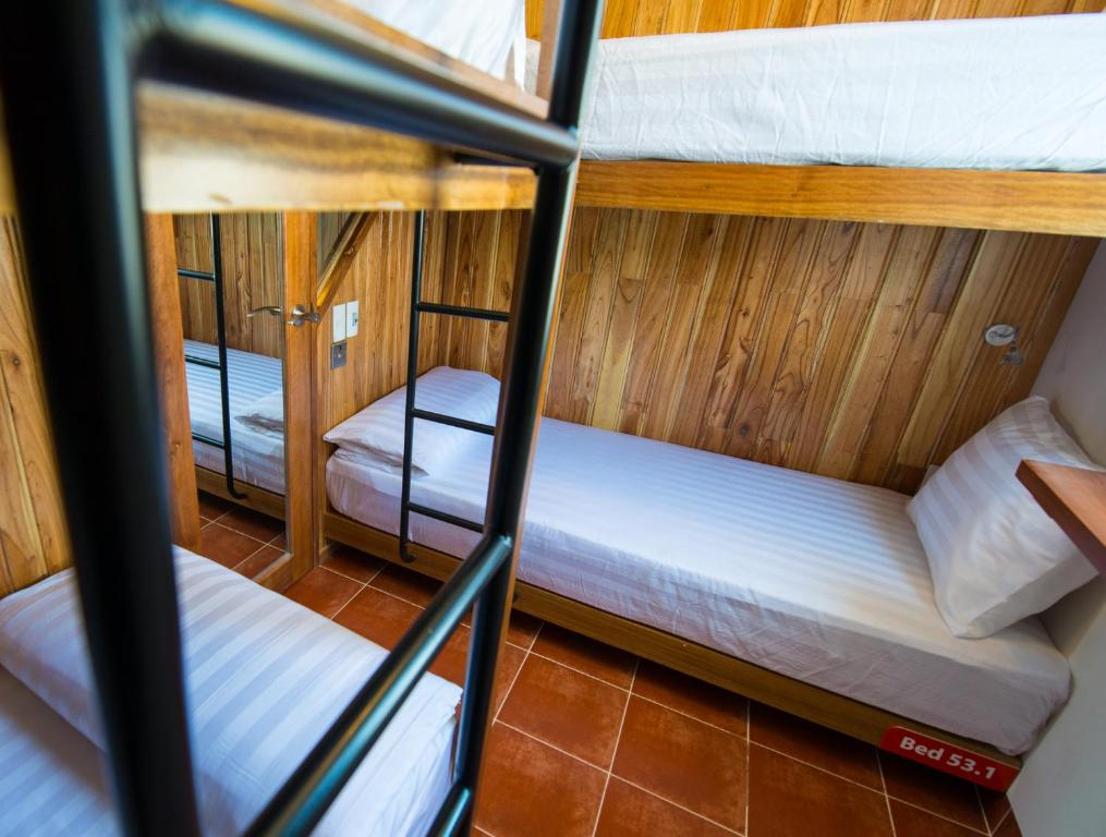 Giường trong Phòng ngủ tập thể 4 Giường dành cho Nữ (Cabin)