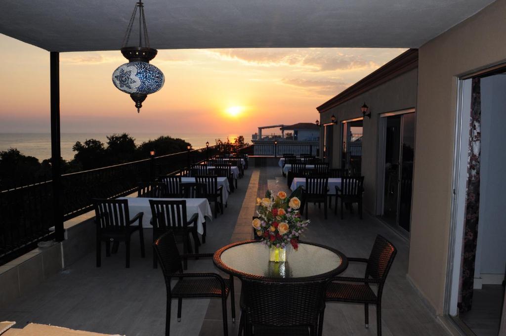 Restoran atau tempat lain untuk makan di Beachway Hotel