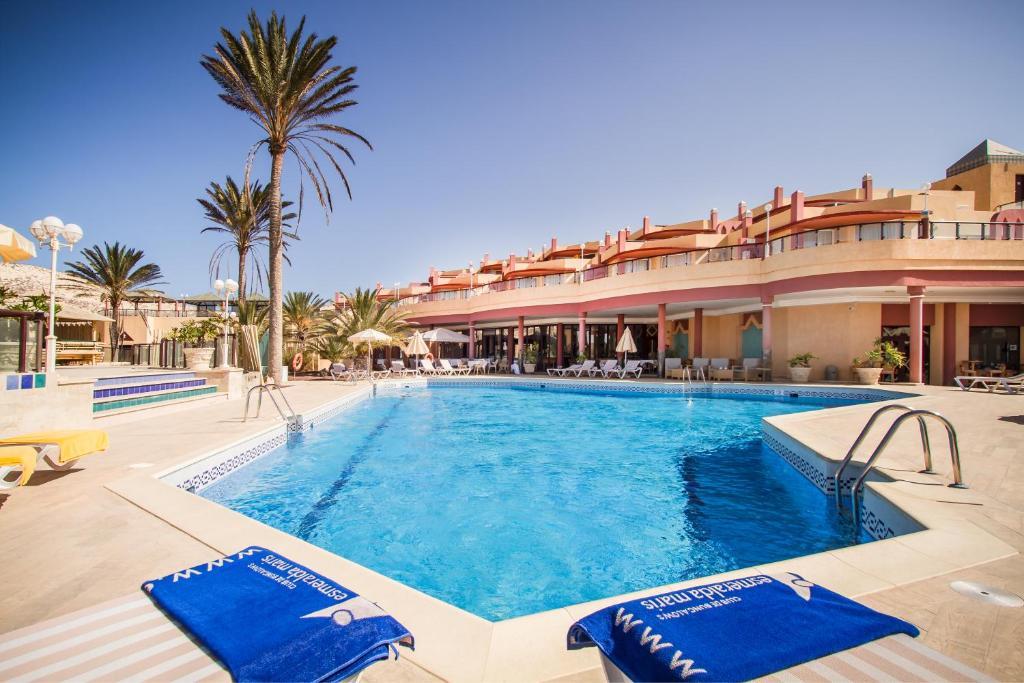 Het zwembad bij of vlak bij Esmeralda Maris