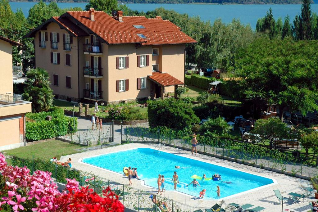 The swimming pool at or near Residence Geranio