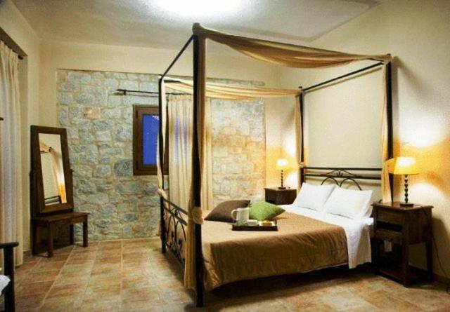 A bed or beds in a room at Vlyhada Guesthouse