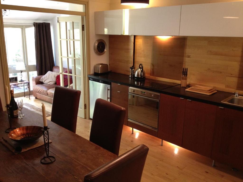 Una cocina o kitchenette en Belvedere Villas