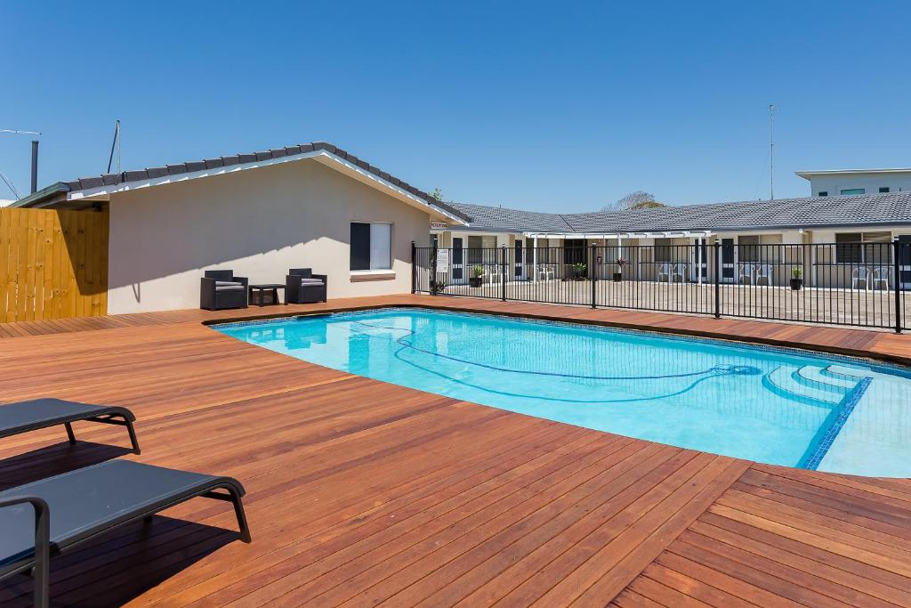 The swimming pool at or close to Wynnum Anchor Motel