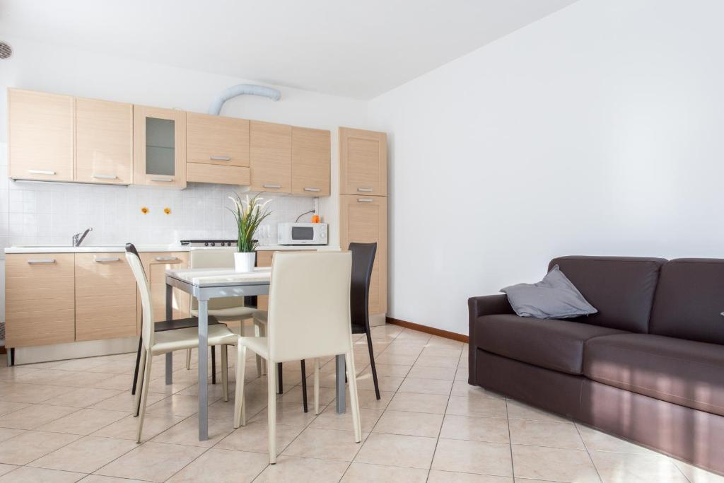 A kitchen or kitchenette at GuestFriendly 605 - La casa di Maria Rosa