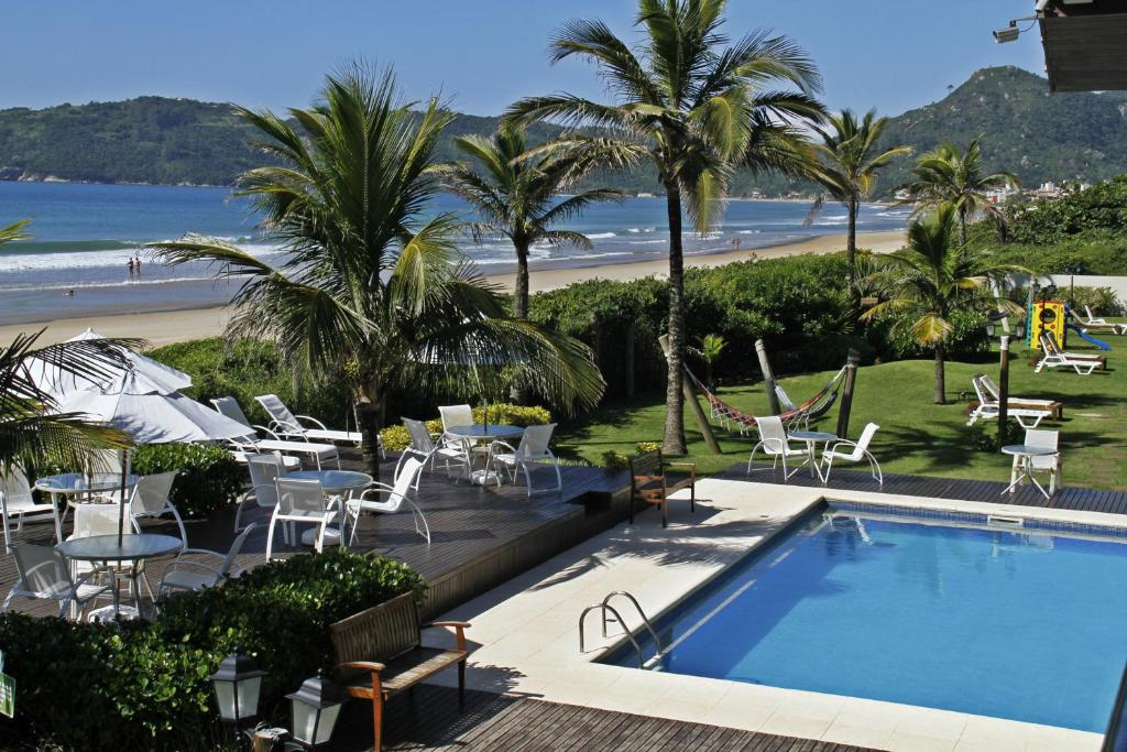A view of the pool at Pousada Morada do Guaruça or nearby