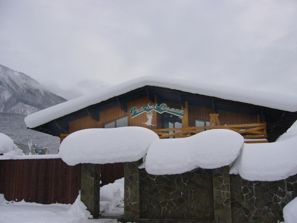 Отель Рай-Ski-Домик зимой