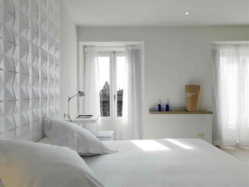 A bed or beds in a room at Urban Sea Hotel Atocha 113