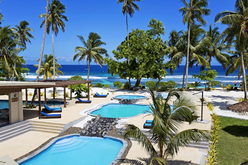 Ein Blick auf den Pool von der Unterkunft Return to Paradise Resort oder aus der Nähe