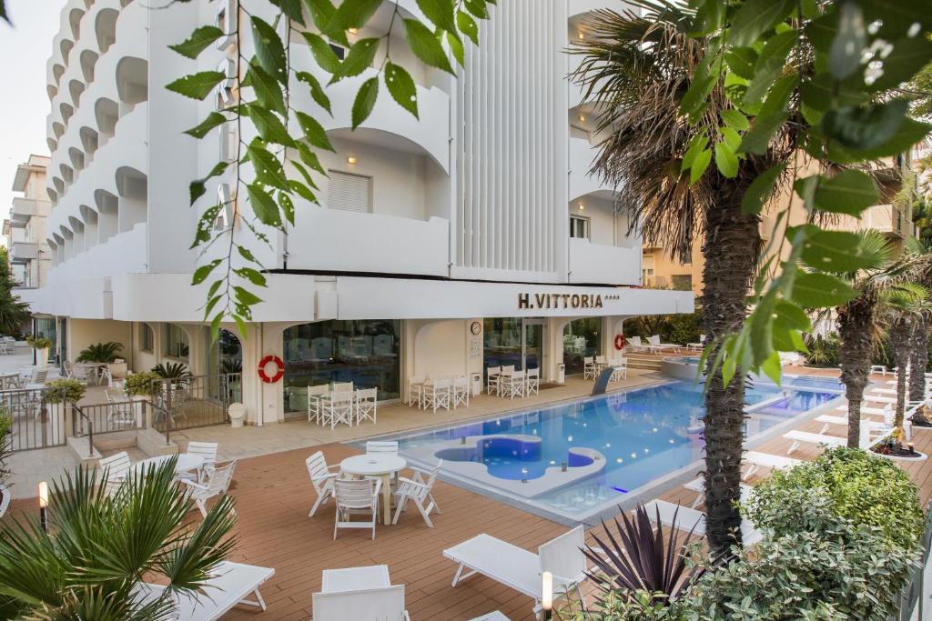 Piscina di Vittoria Hotel o nelle vicinanze