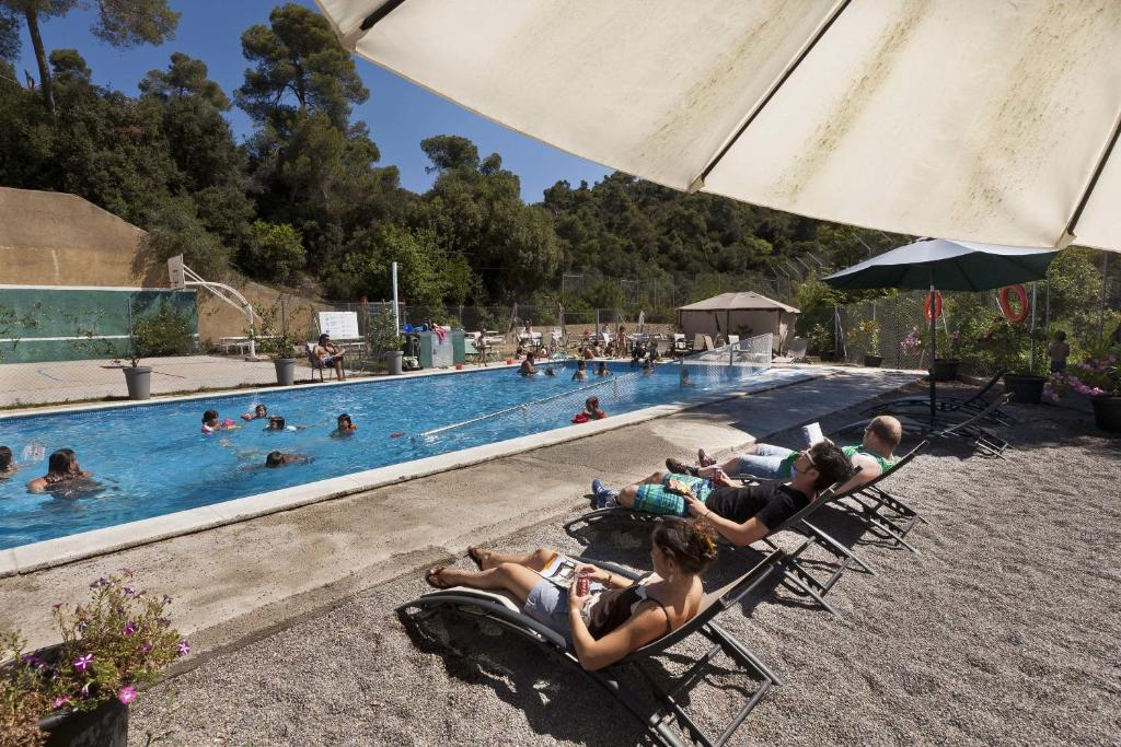 The swimming pool at or near Inout