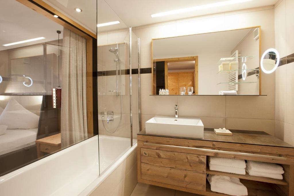 Een badkamer bij Hotel Walliserstube