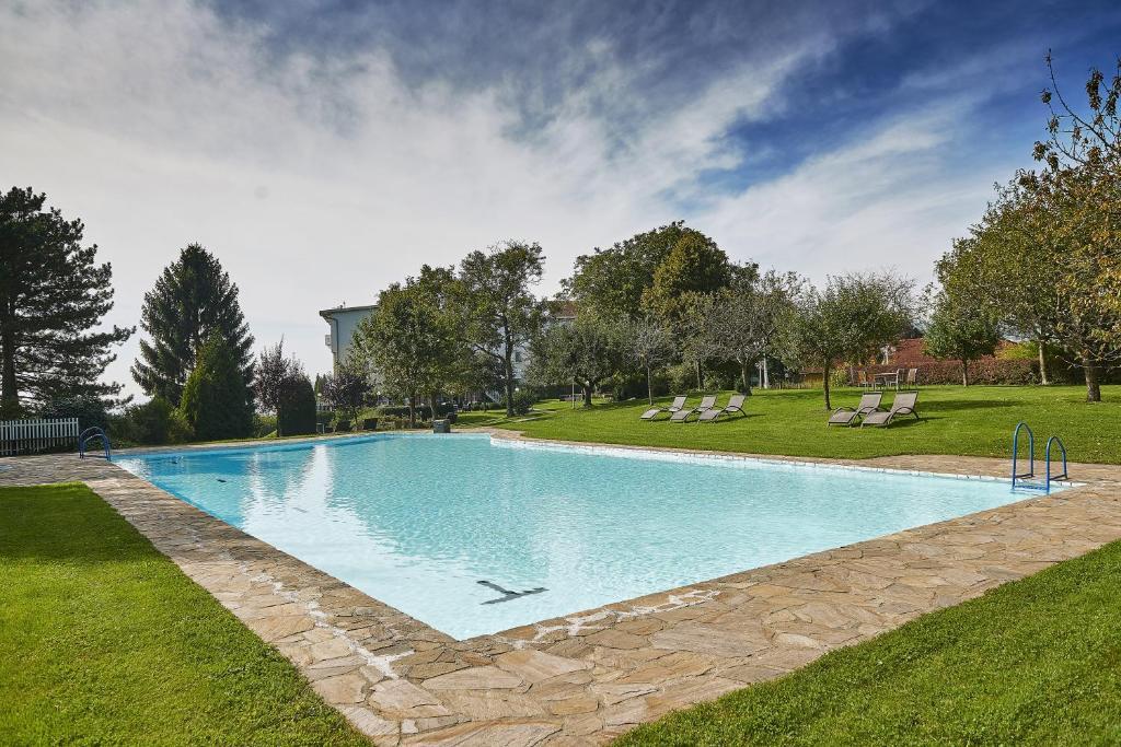Der Swimmingpool an oder in der Nähe von Hotel Schachner Krone und Kaiserhof