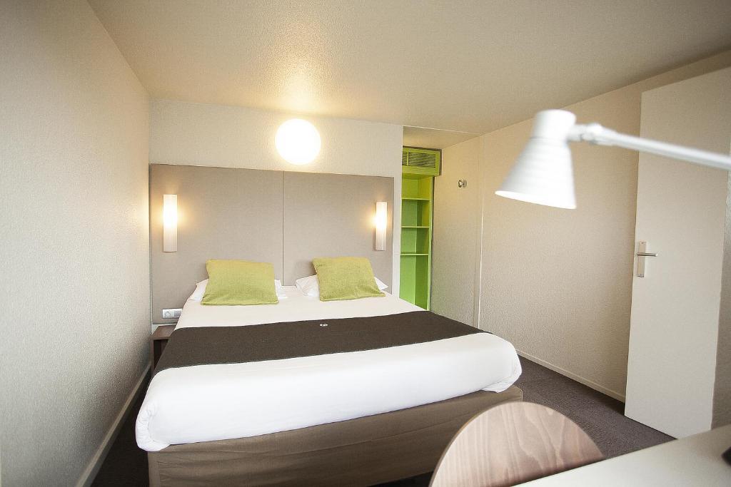 Un ou plusieurs lits dans un hébergement de l'établissement Campanile Evry Est - Saint Germain les Corbeil