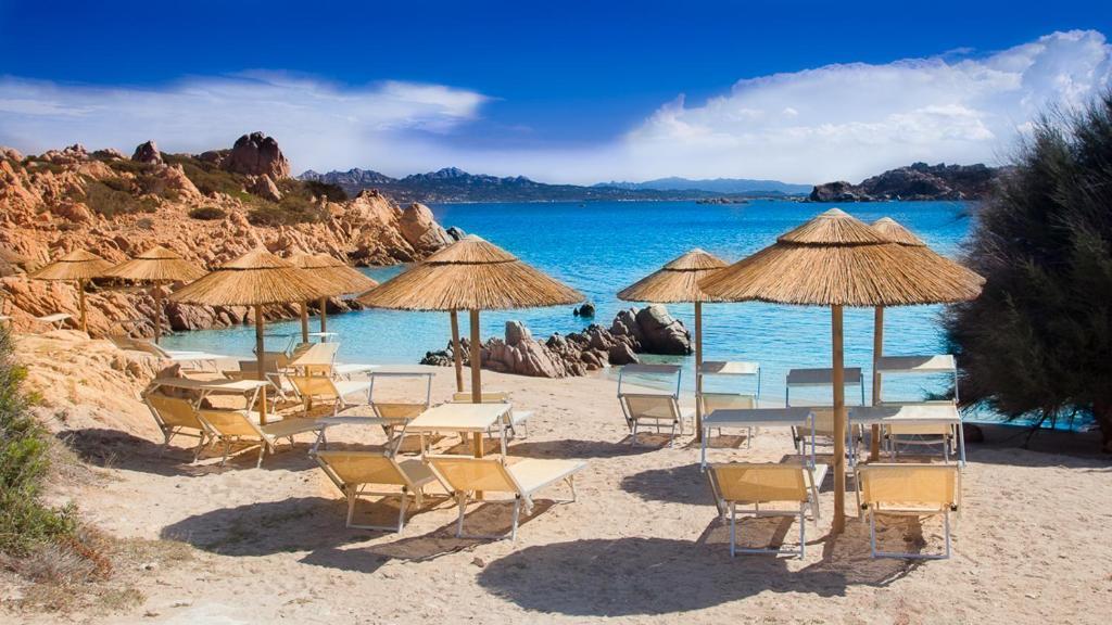 Uma praia perto do hotel