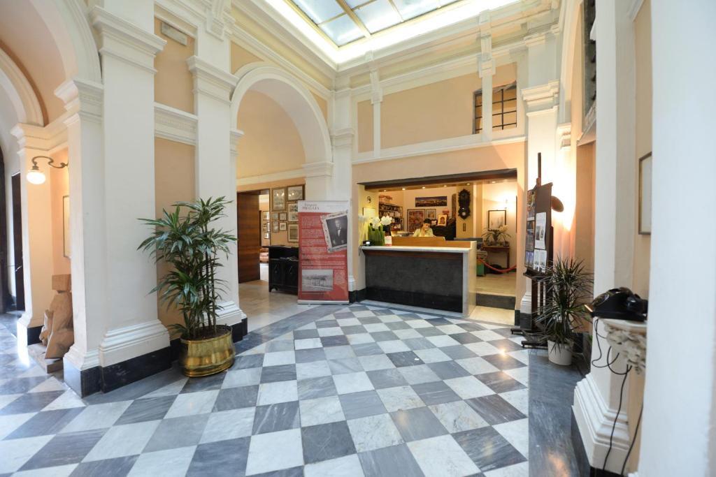 El vestíbulo o zona de recepción de Royal Victoria Hotel