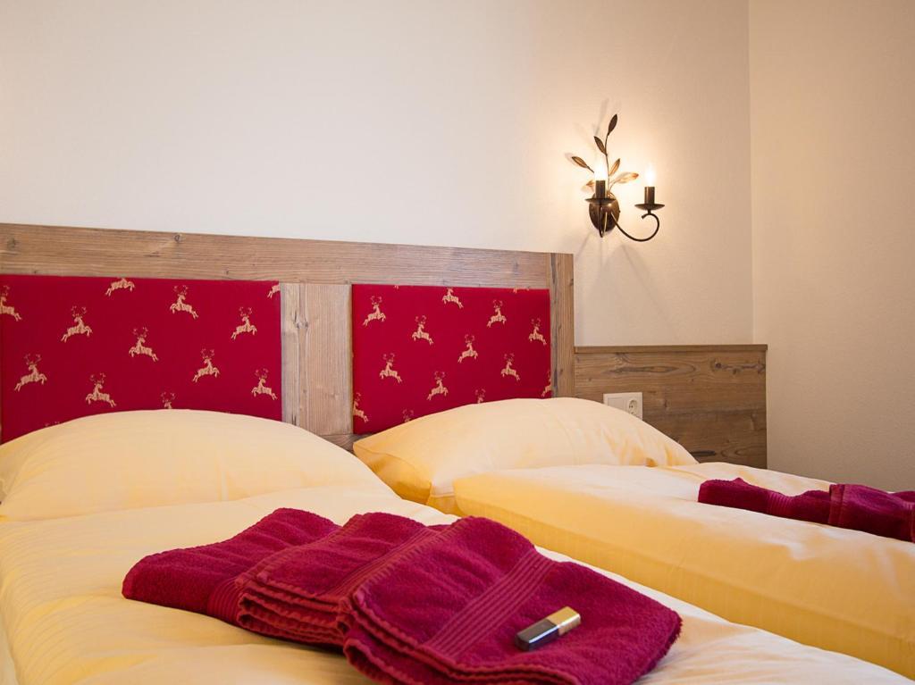 מיטה או מיטות בחדר ב-Eisbauer