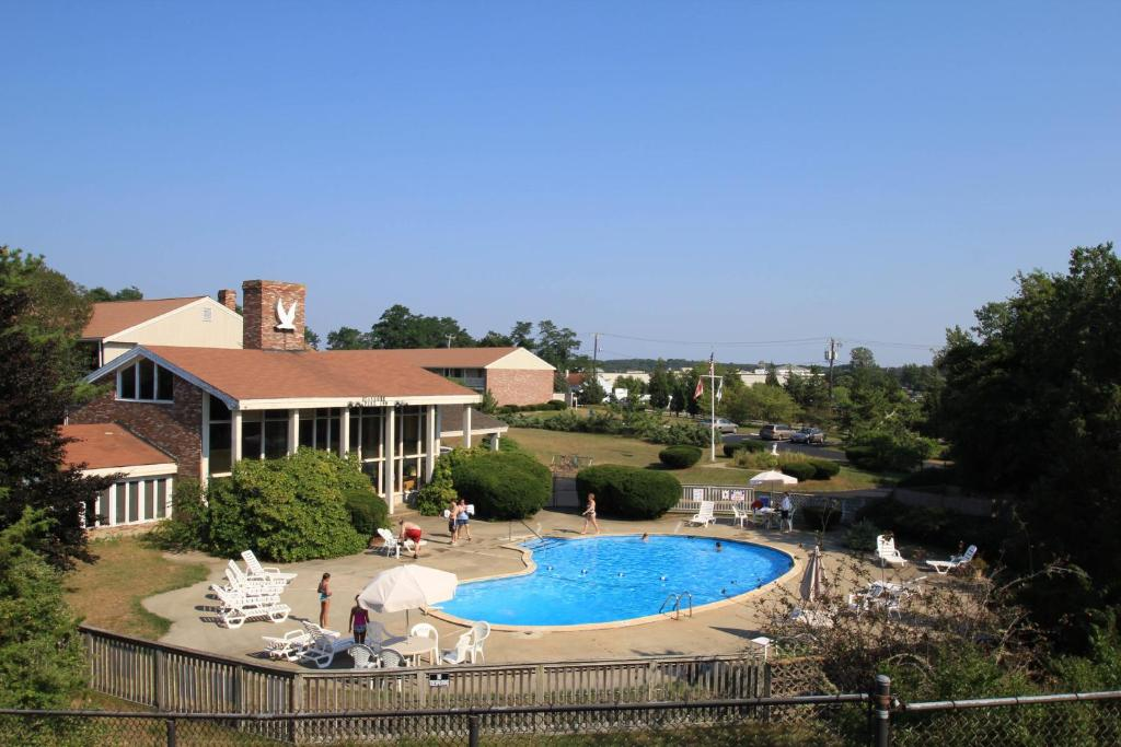 A view of the pool at Seashore Park Inn or nearby