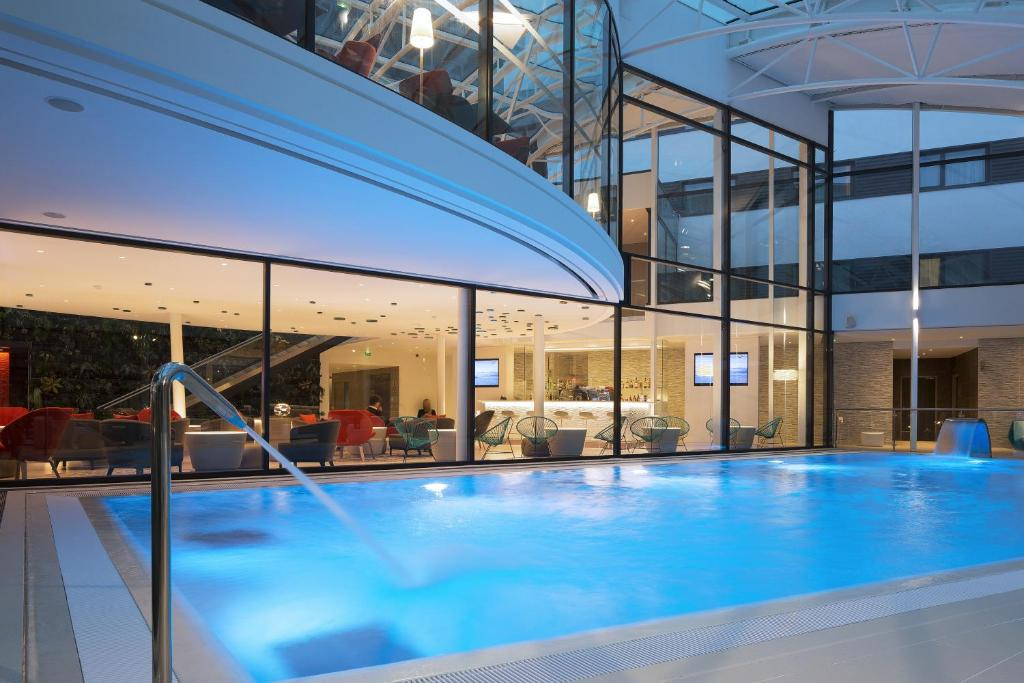 The swimming pool at or near Oceania Paris Roissy CDG