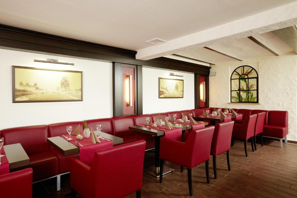 Ein Restaurant oder anderes Speiselokal in der Unterkunft Hotel Altastenberg