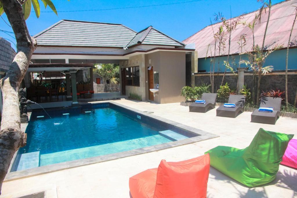 The swimming pool at or close to D'Camel Hotel Lembongan