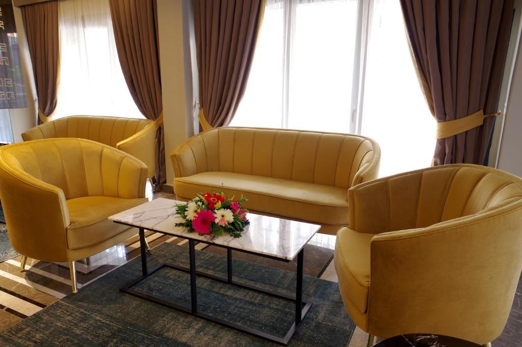 Гостиная зона в Peyk Hotel