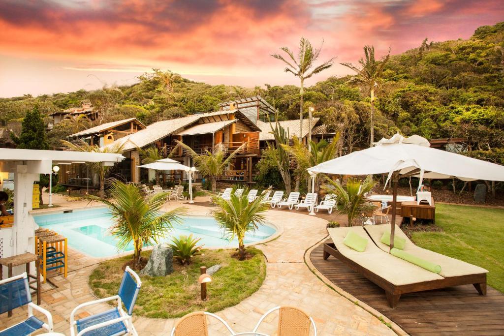 A piscina localizada em Pousada Canto da Vigia ou nos arredores