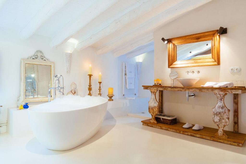 Un baño de Hotel Can Casi