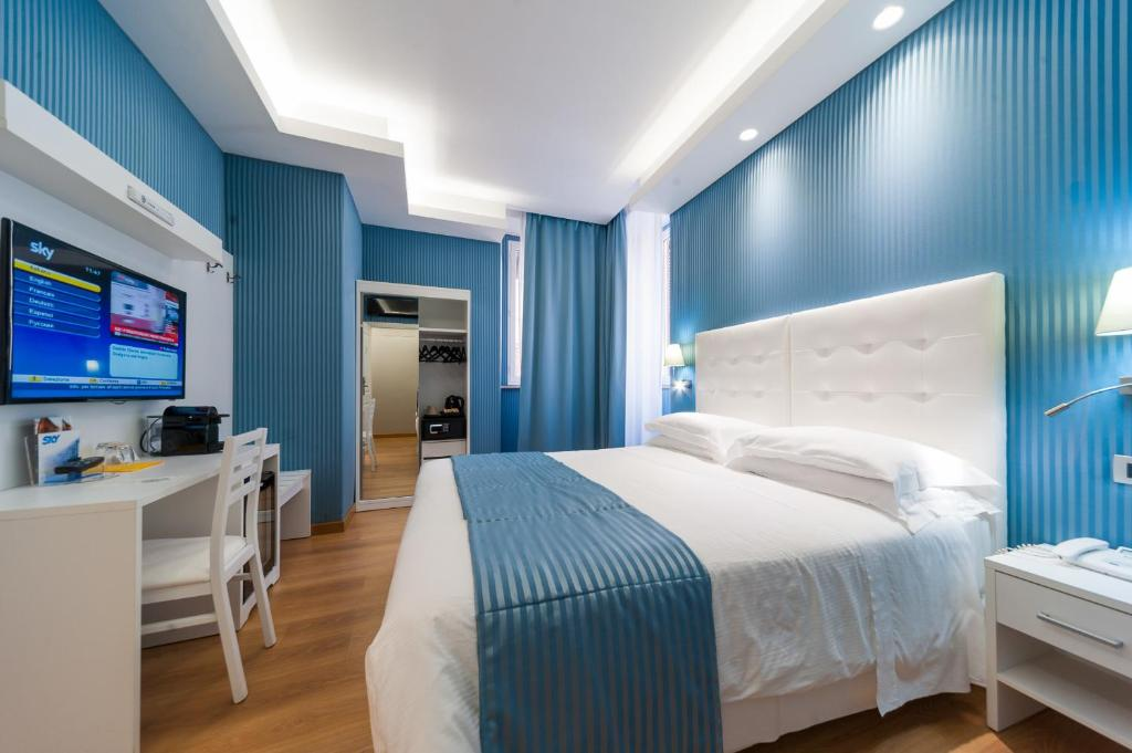 A bed or beds in a room at Trevi 41 Hotel