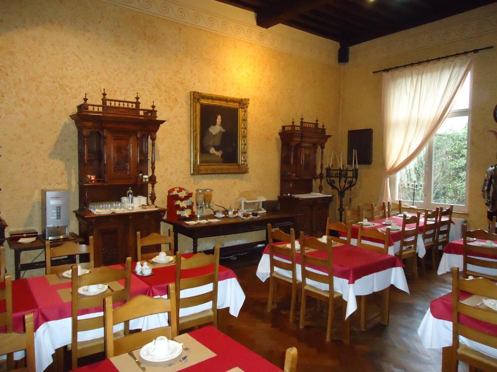 Een restaurant of ander eetgelegenheid bij Erasmus Hotel