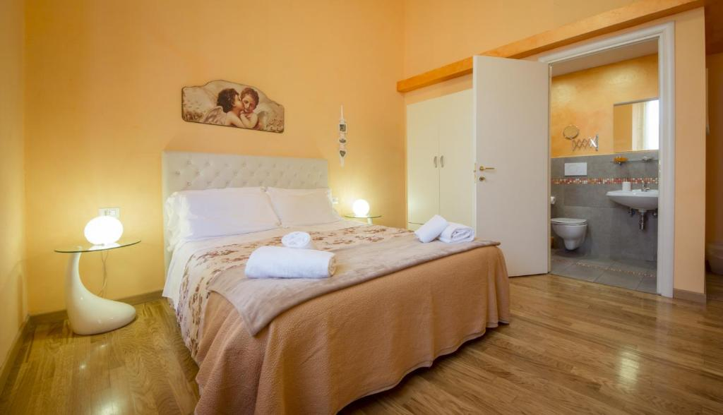 A bed or beds in a room at Ridolfi Guest House