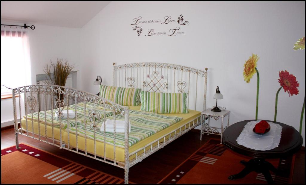 Ein Bett oder Betten in einem Zimmer der Unterkunft Agas Pension