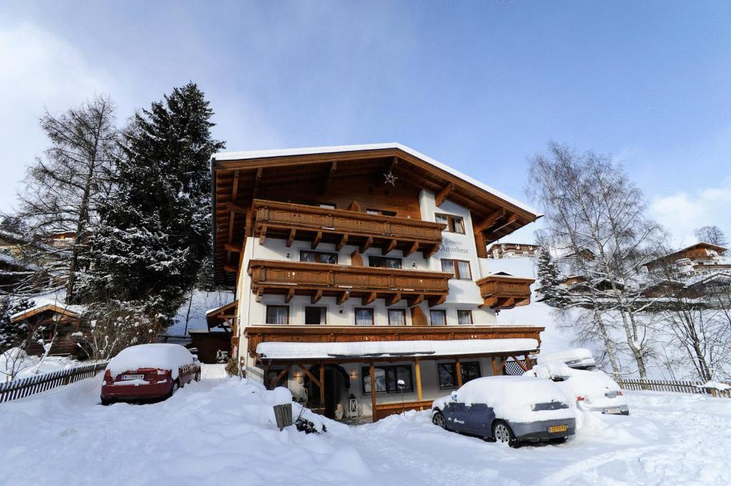 Hotel Valerie during the winter
