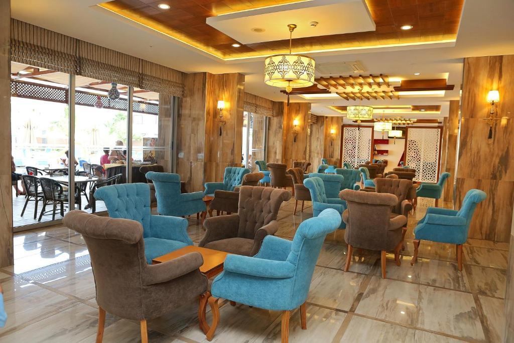 Лаундж или бар в Blue Wave Suite Hotel