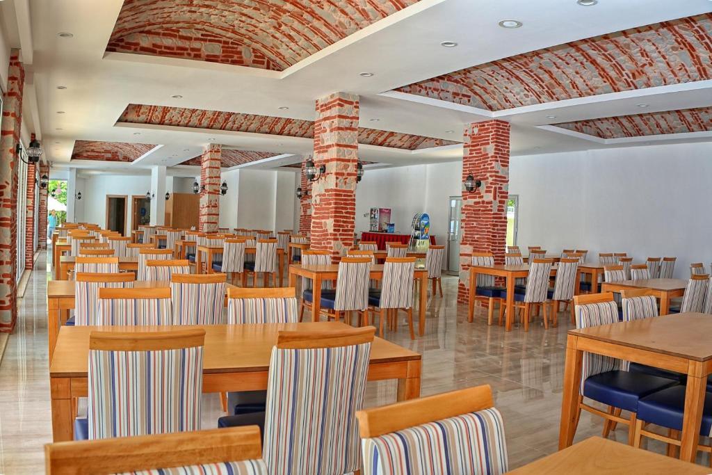 Ресторан / где поесть в Blue Wave Suite Hotel