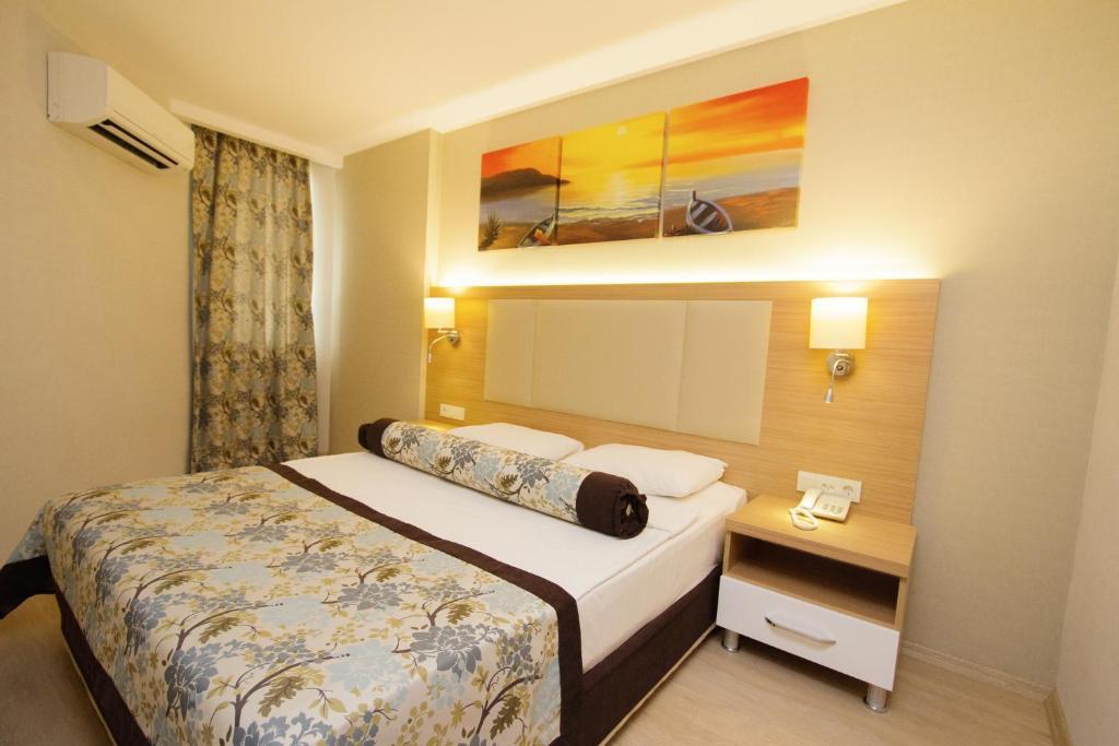 Кровать или кровати в номере Blue Wave Suite Hotel