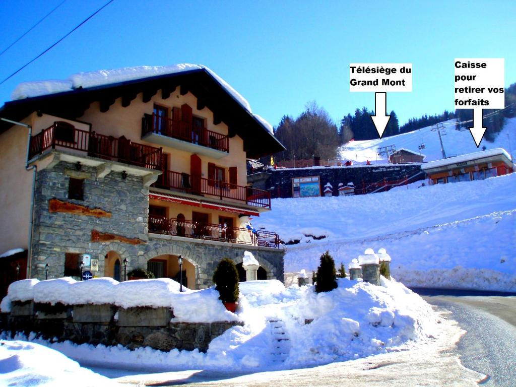 L'établissement Auberge du Poncellamont en hiver
