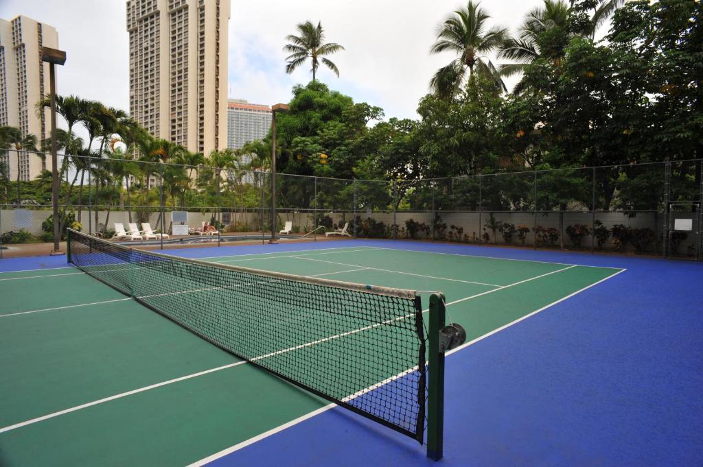 마리나 타워 와이키키 부지 내 또는 인근에 있는 테니스 혹은 스쿼시 시설