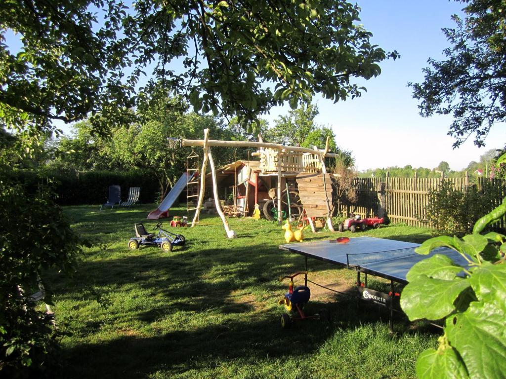 Ein Kinderspielbereich in der Unterkunft Familienferienhof Sell´s Scheune