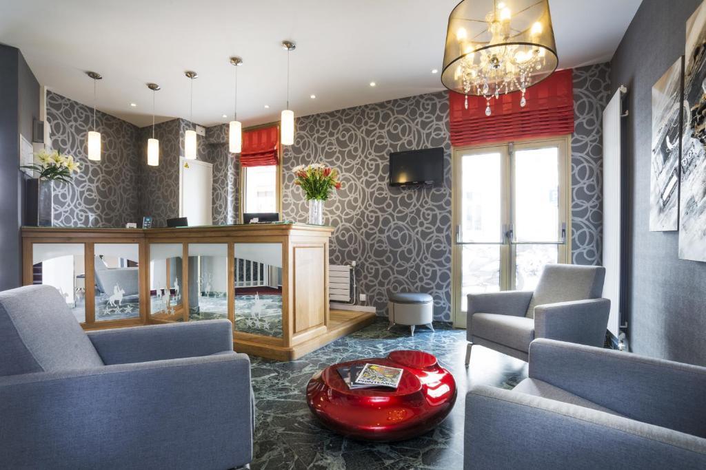 Uma área de estar em Hotel Charlemagne
