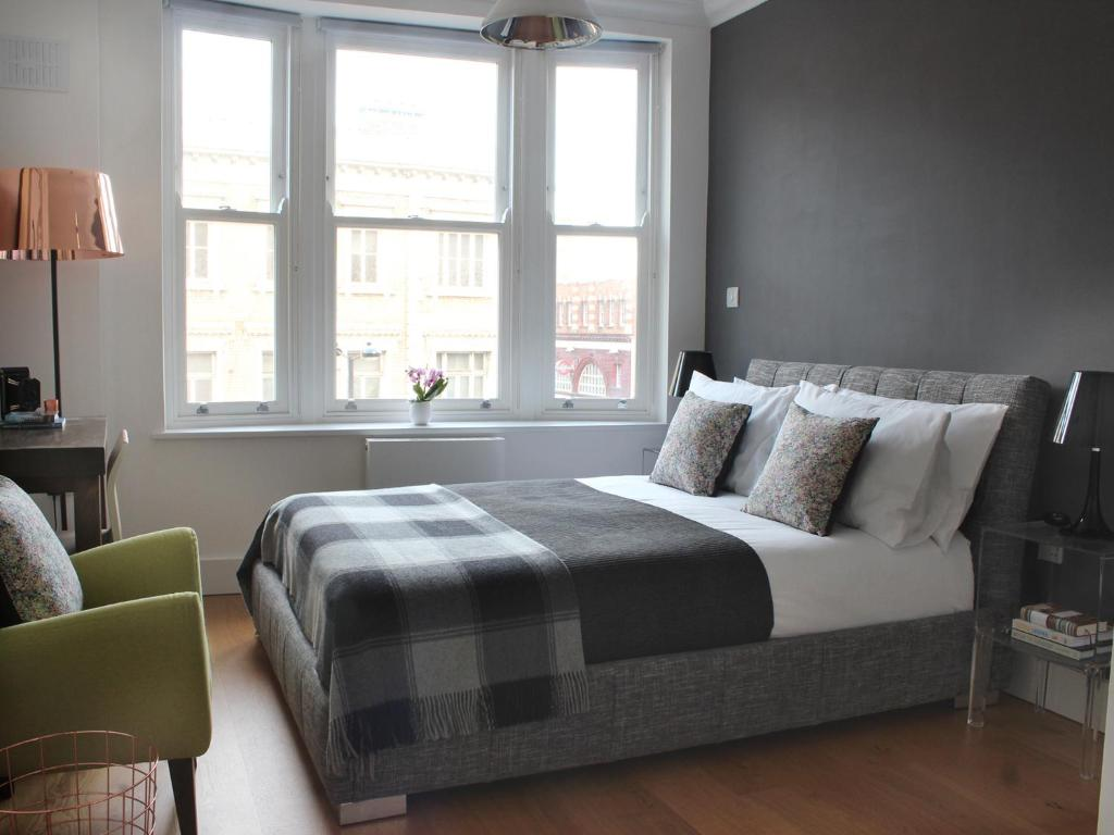 A bed or beds in a room at Camden Central - Boutique Apartment