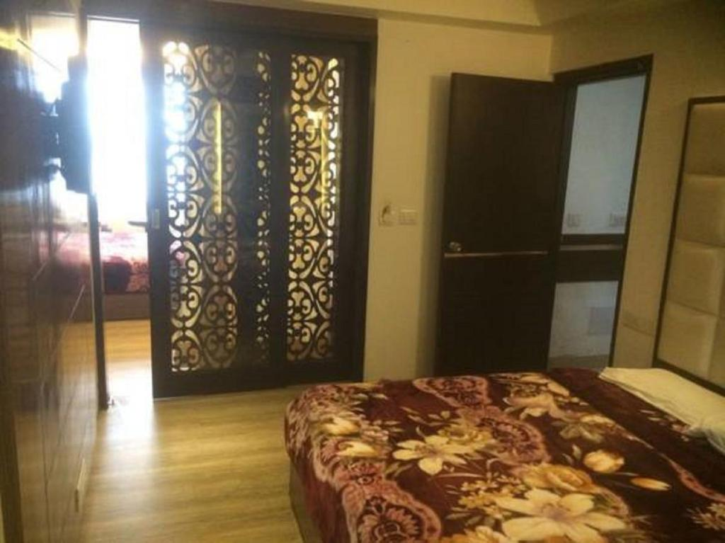 A bed or beds in a room at Hotel Surya Shimla