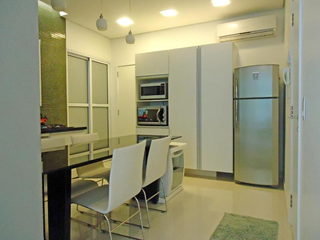 A kitchen or kitchenette at Leblon Ataulfo de Paiva