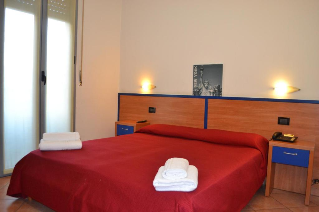 A bed or beds in a room at Hotel Iride
