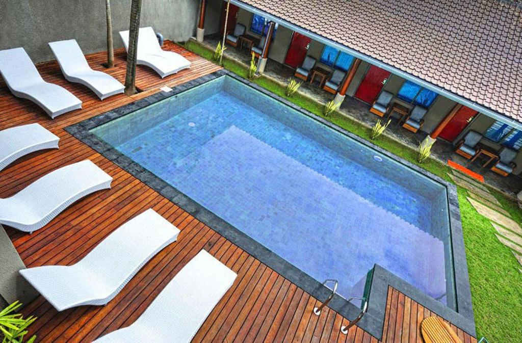 A view of the pool at Kayun Hostel or nearby
