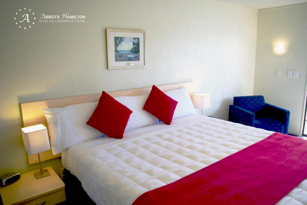 A bed or beds in a room at Abbots Hamilton – Hotel and Conference Centre
