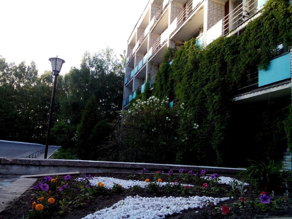 Бассейн в Гостиница Веда или поблизости